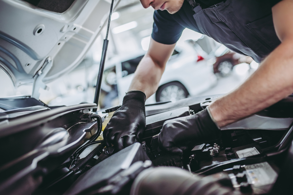 Cropped,Image,Of,Handsome,Mechanic,In,Uniform,Is,Working,In